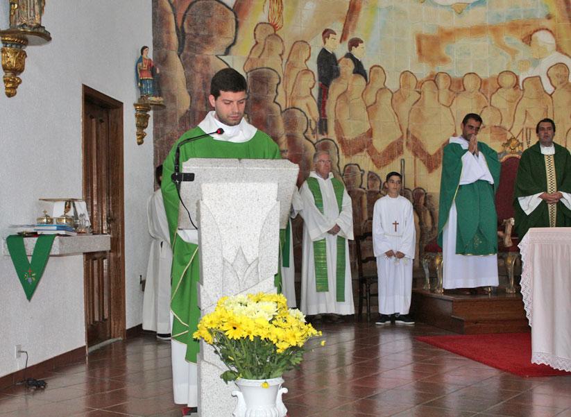Saudação ao Pe. Vítor Carreira na entrada nas Paróquias