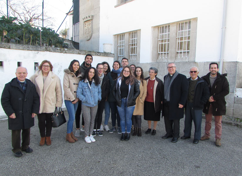D. António Couto e Jovens de Almacave em visita à prisão